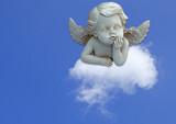 ange pensif sur nuage