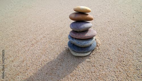 Steinturm auf Sand