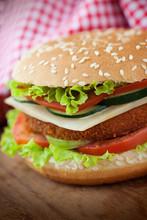 Gebakken kip of vis hamburger sandwich