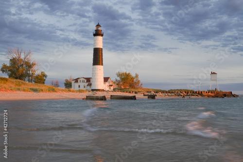 Fotobehang Grote meren Golden Lighthouse