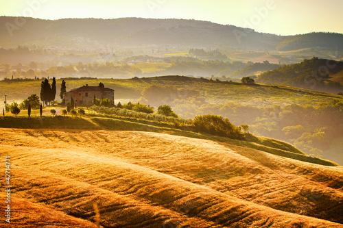 widok-typowy-krajobraz-toskanii