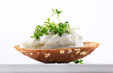Bread with cottage cheese and cress