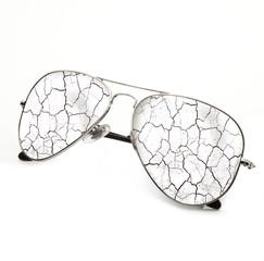 occhiali con lenti rotte