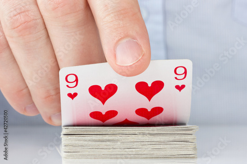 Plakat hand revealing nine of hearts