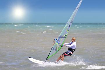 aktiver junger Surfer