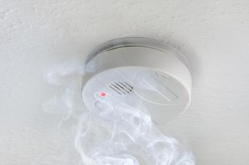Brandmelder mit Rauch