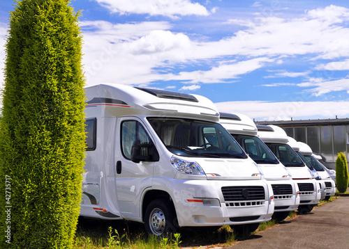 Auslieferung neuer Wohnmobile beim Hersteller