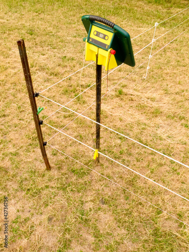 SELECTION CHART FOR ELECTRIC FENCE ENERGIZERS