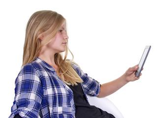 Mädchen liest eBook