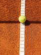Tennisplatz mit Ball, Linie und Netz Schatten 42