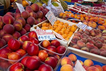 al mercato - frutta e verdura di stagione