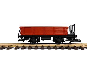 Modelleisenbahnwaggon auf Schienen auf Weiß