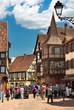 Scène urbaine à kaysersberg , Alsace (Fr).