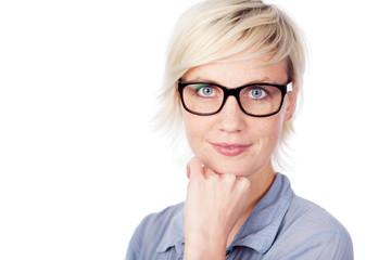 portrait mit schwarzer brille
