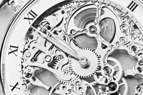 Leinwanddruck Bild - ThomasLENNE : black and white close view of watch mechanism