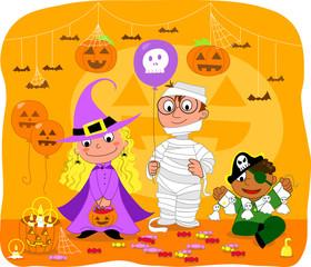 Ragazzi vestiti per Halloween: strega, mummia e pirata