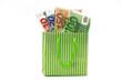 euronoten in einkaufstasche