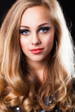 Fototapety attraktive junge blonde Frau