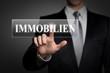 Mann drückt touchscreen button - Immobilien