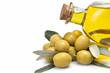 Aceitunas verdes y aceite de oliva virgen extra.
