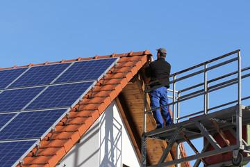 Handwerker, Dacharbeiten mit Hebebühne