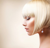 Blond Hair. Beautiful Girl with Healthy Short Hair