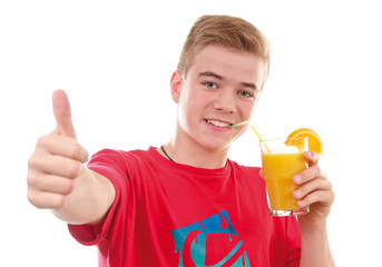 Teenager mit Orangensaft