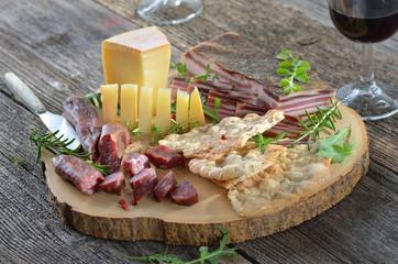 Deftige Südtiroler Speck- und Käsejause
