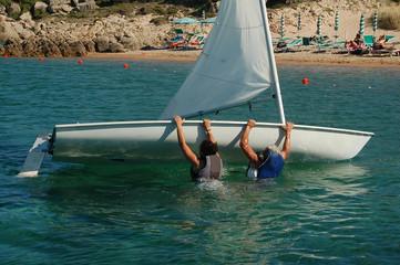 scuffiare e riaddrizzare la barca