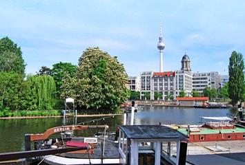 Historischer Hafen Berlin / Blick auf den Fernsehturm