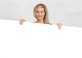 frau mädchen werbung pr schild weiß blank frei