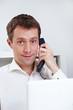 Geschäftsmann telefoniert mit Kundenservice
