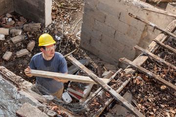 Abbruch eines alten Hauses (1)