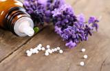 Fototapety Homöopathische Globuli mit Lavendel