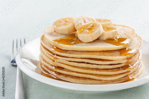 pancakes with banana and syrup
