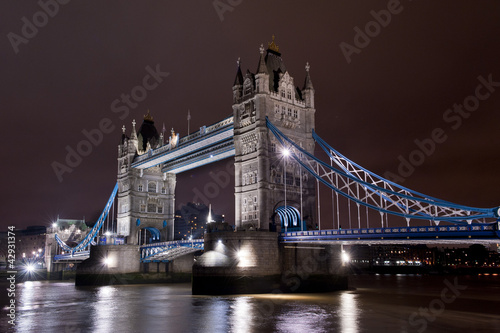 Tower Bridge illuminato