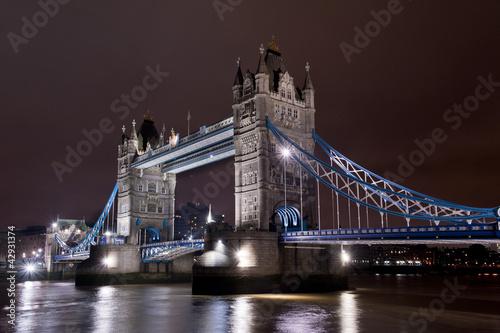 Tower Bridge illuminato
