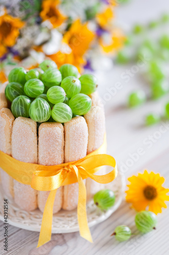 Cake with gooseberries