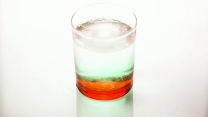 Bibita: acqua frizzante e menta