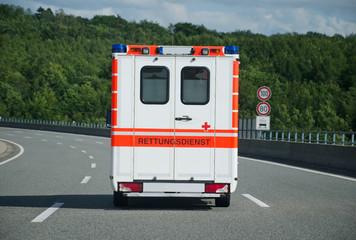 Krankenwagen auf Autobahn