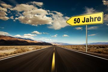 50 Jahre, Hinweisschild