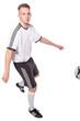 Fußballer mit Fußball und Fußballtrikot und Hose kickt Fußball