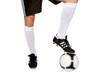 Fußballer mit Bein auf Fußball wartet auf Anpfiff
