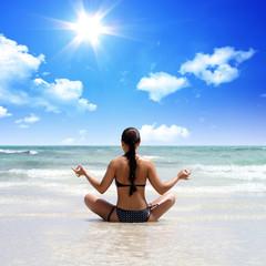 Himmel, Strand und Yoga