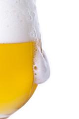 Wylewające się piwo z kielicha