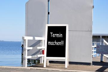 Termin machen draußen am Hafen
