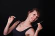 Junge Frau entscheidet sich für die elektrische Zigarette