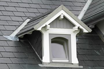 Dachgaube auf Schieferdach