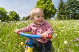 Spaß in der Blumenwiese