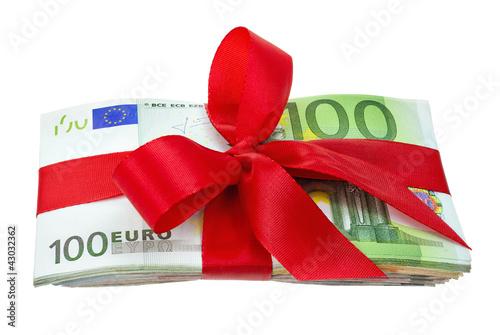 Stapel Euroscheine als Geschenk verziert